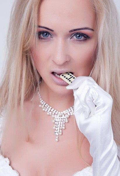 domino girl2